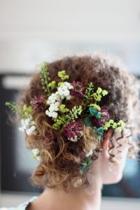 wedding-Flowers-in-hannah's-hair